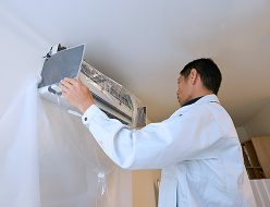株式会社エアコンカバーサービス エアコン清掃シート取り付け方(6)
