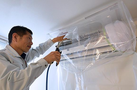 株式会社エアコンカバーサービス エアコン清掃シート取り付け方(9)