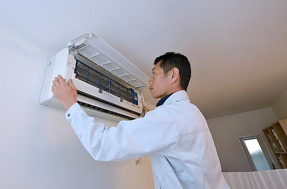 株式会社エアコンカバーサービス エアコン清掃シート取り付け方(1)